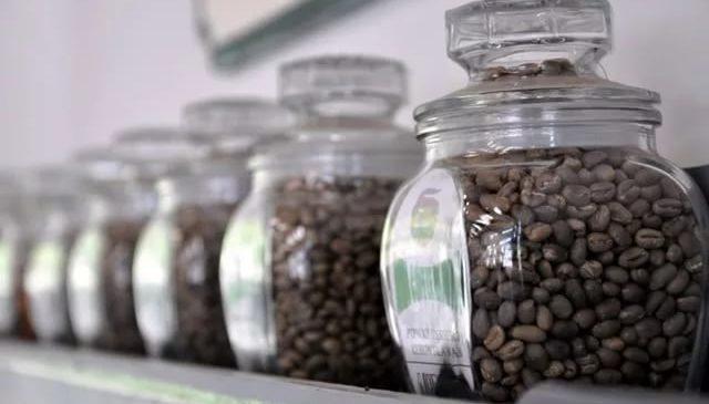 Узнайте, какой кофе лучше купить в магазине: растворимый и в зернах